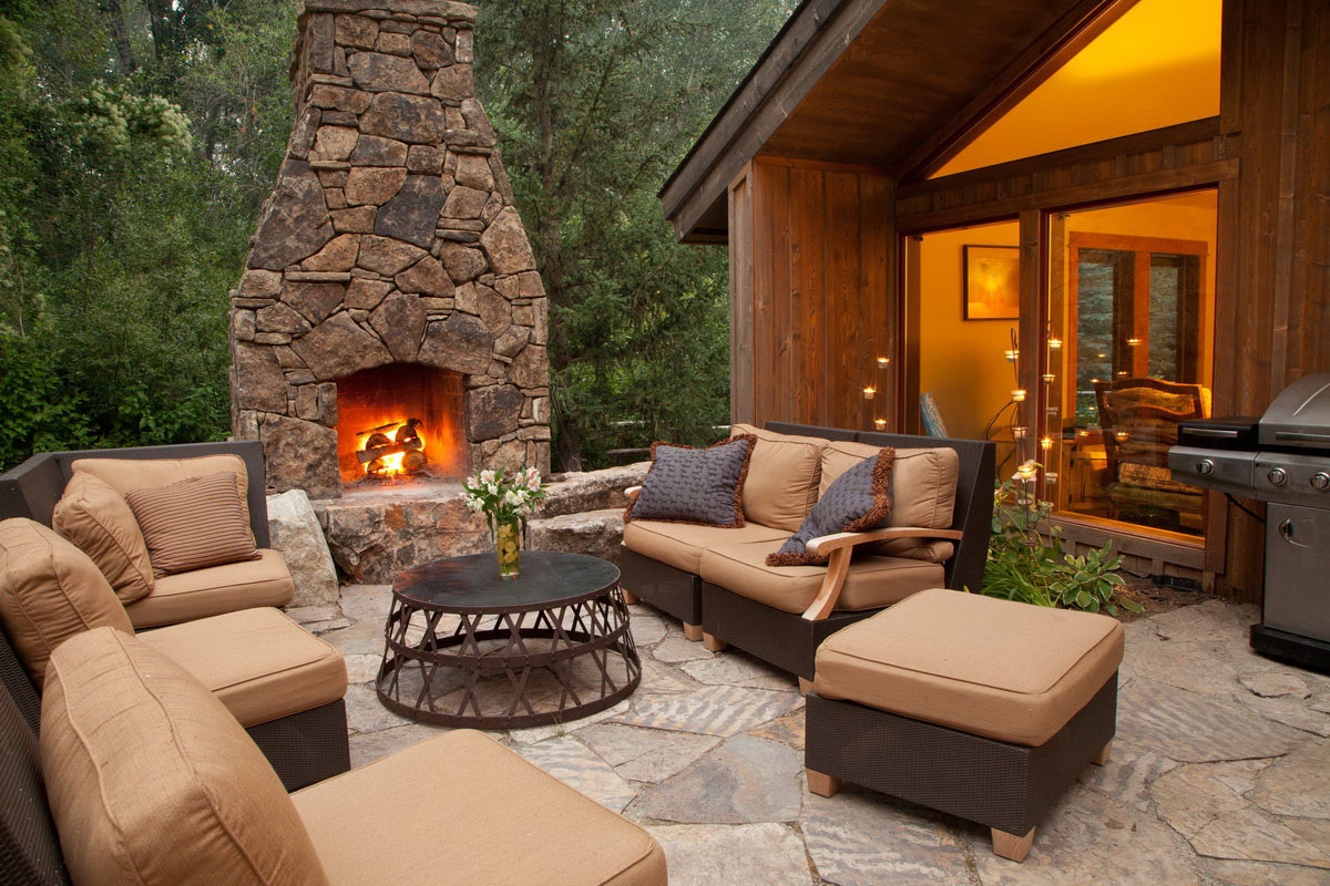 Fire pits and outdoor fireplaces newport ave landscaping for Outdoor patio area ideas
