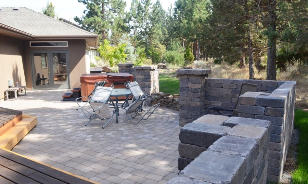 Freestanding-wall-pavers-landscaping3-1024x678