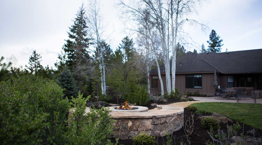 century-drive-bend-oregon-backyard-firepit